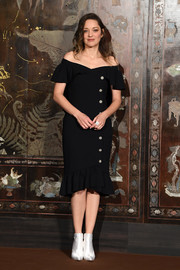 Marion Cotillard looked lovely in an off-the-shoulder LBD with a ruffle hem and sleeves at the Chanel Métiers d'Art show.