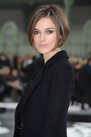 Keira pulls off a neutral toned smoky eye with these earth tone golds.