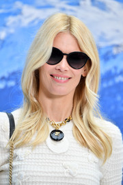 Claudia Schiffer framed her face with soft waves for the Chanel Fall 2019 show.