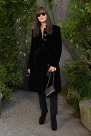 Monica Bellucci styled her outfit with a classic quilted bag by Chanel.