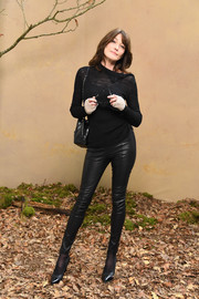 Carla Bruni-Sarkozy rounded out her ensemble with classic black cap-toe pumps, also by Chanel.
