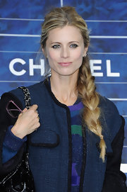 Laura flaunted her long locks with this thick French braid at the Chanel fashion show in Paris.