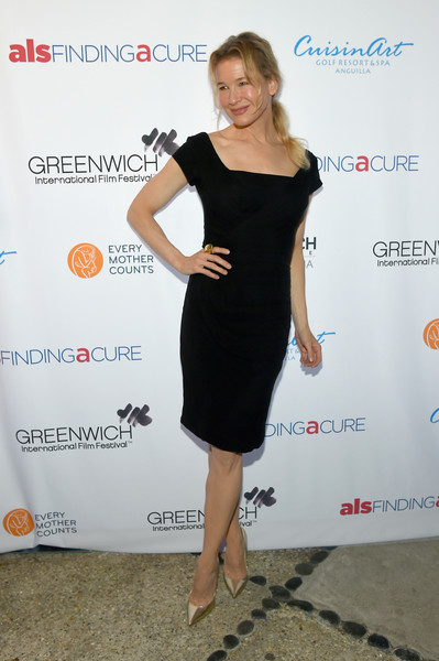 Renee Zellweger kept it timeless in a little black dress with a square neckline and cap sleeves at the Changemaker Honoree Gala.