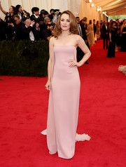 Rachel McAdams opted for a sleek, elegant Met Gala look in a pink strapless column dress by Ralph Lauren.
