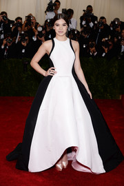 Hailee Steinfeld looked every inch the belle of the ball at the Met Gala in a black-and-white Prabal Gurung gown featuring a massive skirt.