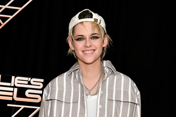 Kristen Stewart tamed her tousled hair with a white baseball cap by The Sad Society at the 'Charlie's Angels' photocall.