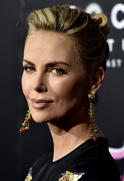 Charlize Theron Gold Chandelier Earrings [premiere of focus features,hair,hairstyle,face,eyebrow,beauty,chin,forehead,fashion,lip,ear,arrivals,tully,charlize theron,california,los angeles,regal la live stadium,focus features,premiere]