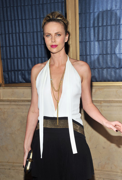 Charlize Theron Layered Chainlink Necklaces