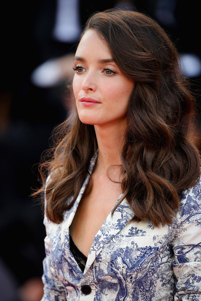 Charlotte Le Bon Long Wavy Cut [hair,fashion model,face,hairstyle,long hair,brown hair,beauty,fashion,lip,eyebrow,vanessa redgrave,charlotte le bon,sala grande,opening ceremony and lifetime achievement award,red carpet,venice,red carpet arrivals,first man premiere,venice film festival,opening ceremony]