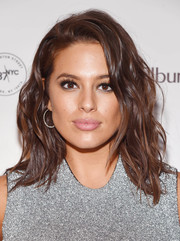 Ashley Graham looked fabulous with her piecey waves at the Charlotte Tilbury x Samsung event.