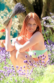 Olivia Inge went for a natural look with her red hair parted down the center.