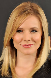 Actress Kristen Bell attended a photo call for her new movie 'Burlesque' wearing a pair of 18-karat rose gold over sized spike stud earrings.