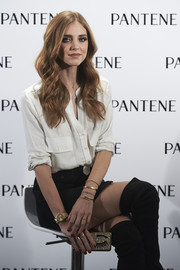 Chiara Ferragni accessorized with a classic gold quartz watch during her presentation as Pantene's new ambassador.