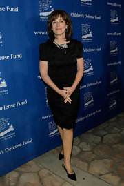 Jane Kaczmarek exuded timeless elegance all the way down to her black kitten heels.