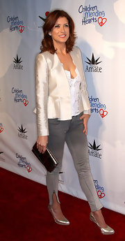 Kate jazzes up her faded jeans with an elegant blazer and a slick metallic clutch.