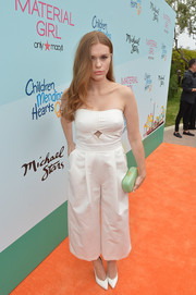 Holland Roden added a cool pop of color with a mint-green clamshell clutch.