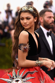 Zendaya Coleman was bursting with suns, from her headband all the way down to her skirt.