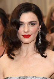 Rachel Weisz looked oh-so-glam with her retro waves at the Met Gala.