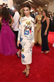 Emily Ratajkowski sheathed her supermodel figure in a Topshop flower-embroidered cheongsam for the Met Gala.
