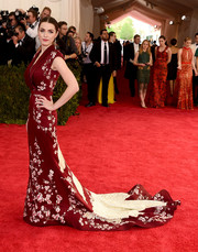 Bee Shaffer looked phenomenal at the Met Gala in a flowing cherry blossom-embroidered gown by Alexander McQueen.