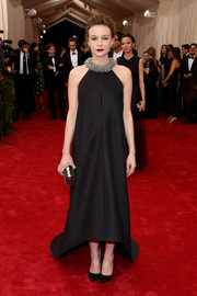 Carey Mulligan kept it understated yet very elegant at the Met Gala in a black Balenciaga gown with a high-low hem and a chunky metallic neckline.