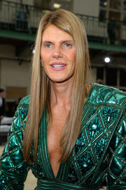 Anna dello Russo wore her hair down in a sleek straight style during the Chloe fashion show.