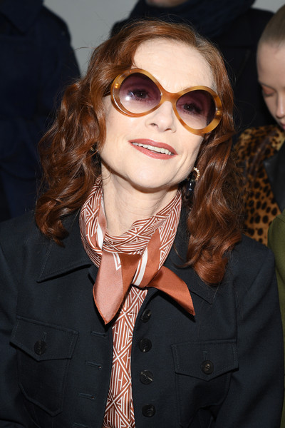 Isabelle Huppert wore her hair in shoulder-length curls at the Chloe Fall 2020 show.