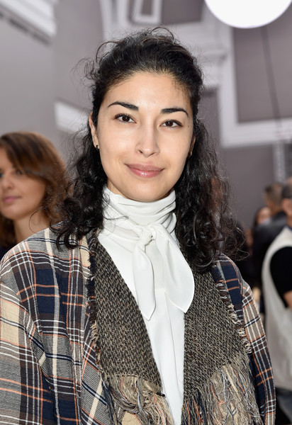 Caroline Issa looked pretty with her half-up curls at the Chloe fashion show.