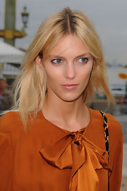 Anja Rubik kept it natural with this shoulder-length center-parted layered 'do at the Chloe fashion show.