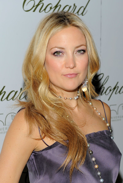 Kate Hudson dolled up her look with a multicolored pearl necklace.