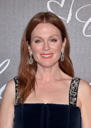 Julianne Moore framed her face with soft waves for the Chopard dinner in honor of Rihanna.