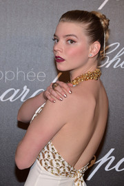 Anya Taylor-Joy complemented her embellished gown with a gold mani for the Chopard Trophy photocall.