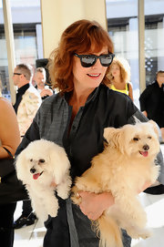 Susan Sarandon looked classically sleek in her wayfarer sunglasses.