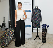 Chrissy Teigen finished off her outfit with a pair of sophisticated black wide-leg pants.