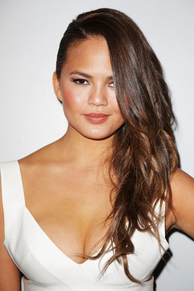 Chrissy Teigen Side Sweep