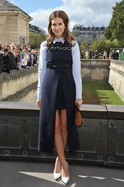 Dasha looked like an avant-garde school girl in this navy jumper with a high-low hem.
