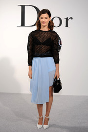 Hanneli Mustaparta complemented her top with an asymmetrical blue skirt by Christian Dior.