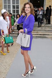 Natalia Vodianova gave her sultry purple dress the ladylike treatment with a structured gray purse.