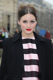 Olivia appropriately sported an elegant French twist for Fashion Week in Paris.