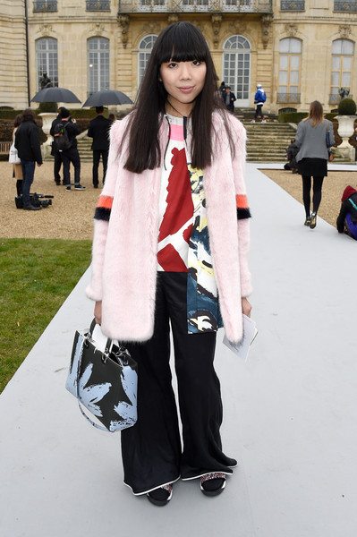 Susie Lau added an extra layer of print with a blue and black floral tote.
