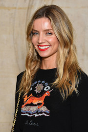 Annabelle Wallis showed off boho-glam waves at the Dior Spring 2018 show.