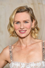 Naomi Watts wore a classic and cute curly bob at the Dior Spring 2018 show.