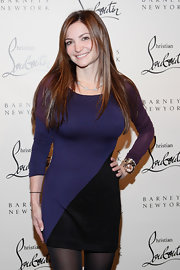 Beth Shak looked sexy and mod in a curve-hugging blue, black, and purple mini dress.
