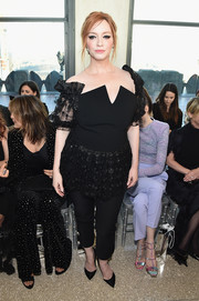 Christina Hendricks completed her outfit with black capris.