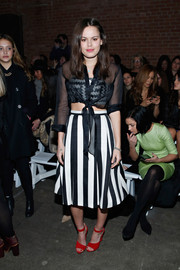 Atlanta de Cadenet broke her monochrome palette with a pair of bright red open-toe shoes.