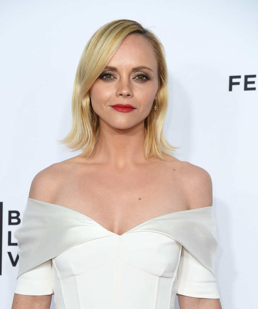 Christina Ricci Flip - Shoulder Length Hairstyles Lookbook ... Christina Ricci