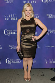 Megan Hilty showed off her curves in this brown figure-flattering cocktail dress.