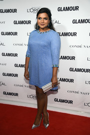 Mindy Kaling flawlessly styled her frock with a silver Jimmy Choo Sweetie clutch.