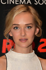 Jess pulled back her loose waves into a messy, pinned updo for the 'Red 2' screening in NYC.