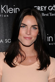 Hilary Rhoda attending a screening of 'The Hunger Games' wearing her hair in sleek layers.